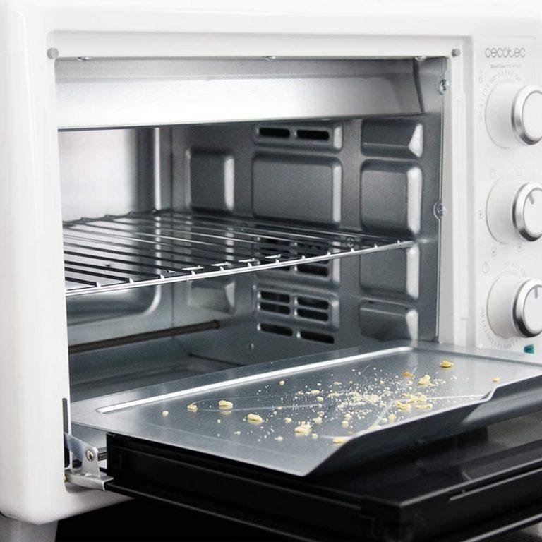 Extracción de migas en la limpieza de un horno tostador