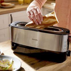 tostadora vertical preparando el almuerzo tostando una baguette